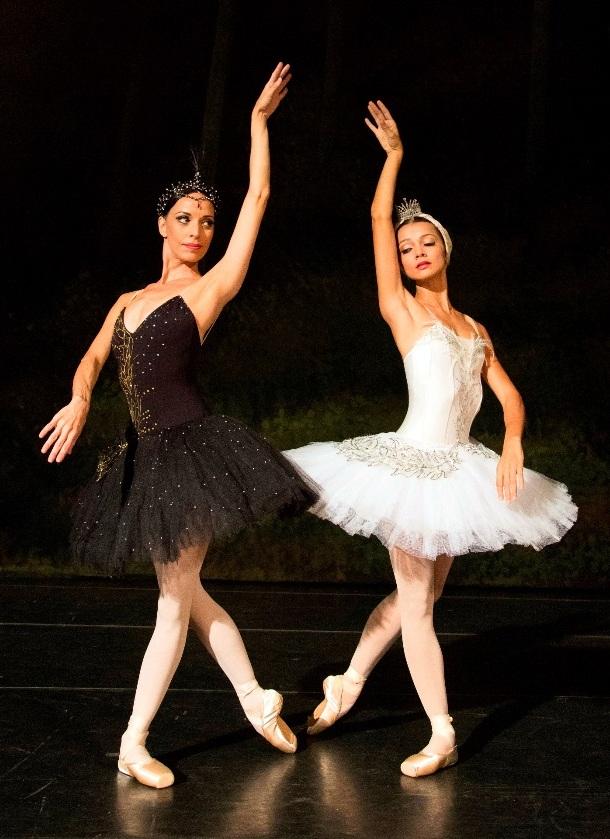 Claudia Mota e MA?rcia Jaqueline (foto de JA?lia RA?nai)